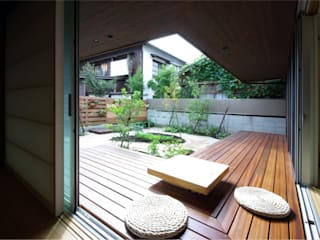 Eclectic style balcony, porch & terrace by アトリエ イデ 一級建築士事務所 Eclectic