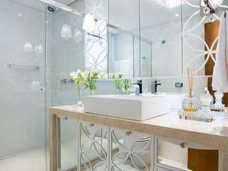 Baños de estilo moderno de Apê 102 Arquitetura Moderno