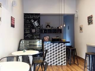 Big Rolls Cuisine: Espaços gastronômicos  por Celina Molinari Arquitetura e Interiores,