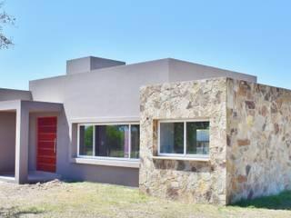 Vivienda en San Salvador de Jujuy: Casas de estilo moderno por Carlos Iriarte arquitectura