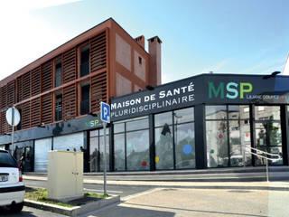 Maison de Santé Pluridisciplinaire : Hôpitaux de style  par Léandre Porte Architecture