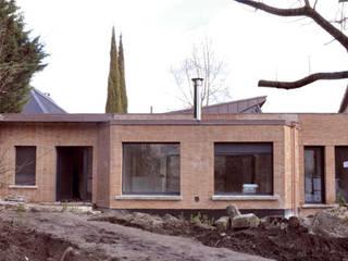 Maison Privée: Lieux d'événements de style  par Léandre Porte Architecture