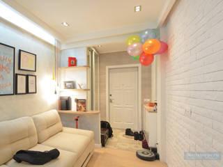 Дизайн проект однокомнатной квартиры 45 кв м для семьи с ребенком: Гостиная в . Автор – Студия интерьера Дениса Серова