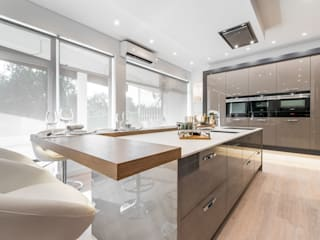 Modern Kitchen by Arrumos - dedicated woodworking & carpentry Modern
