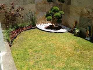 Minimalist style garden by Arqca Minimalist