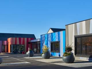 Construction du pôle de jeunesse et culture à Isigny le Buat Ecoles modernes par Camélia Alex-Letenneur Architecture Design Paysage Moderne