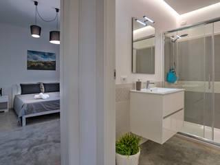Baños de estilo moderno por DFG Architetti