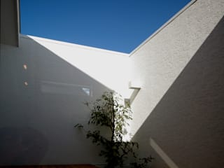 Terrazas de estilo  por Kenji Yanagawa Architect and Associates