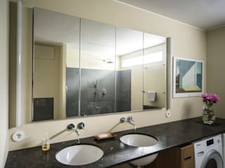 Functionele moderne badkamer Modern Bathroom by B1 architectuur Modern