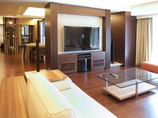 Salon de style  par AIRS 艾兒斯國際室內裝修有限公司, Éclectique
