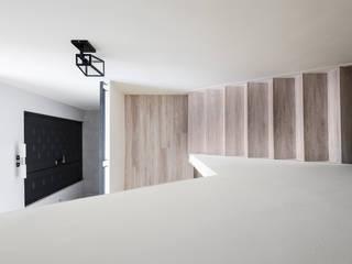 ทางเดินสไตล์สแกนดิเนเวียห้องโถงและบันได โดย 思維空間設計 สแกนดิเนเวียน