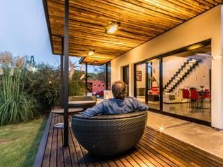 Casas de estilo  por homify , Minimalista Madera Acabado en madera