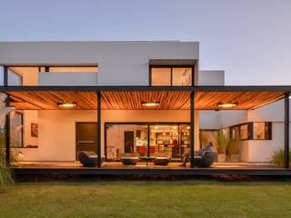 Casas de estilo  por homify, Minimalista Madera Acabado en madera