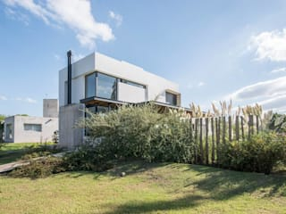 Casa VA: Casas de estilo  por Development Architectural group