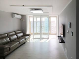 Modern Living Room by 금화 인테리어 Modern
