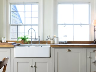 The Lidham Hill Farm Kitchen by deVOL deVOL Kitchens Country style kitchen White