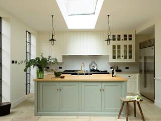 The Islington N1 Kitchen by deVOL deVOL Kitchens Cucina in stile classico Verde