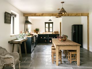 The Leicestershire Kitchen in the Woods by deVOL by deVOL Kitchens Кантрi
