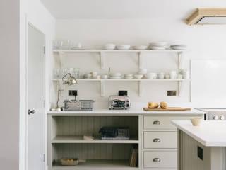 The Henley on Thames Kitchen by deVOL Nhà bếp phong cách mộc mạc bởi deVOL Kitchens Mộc mạc