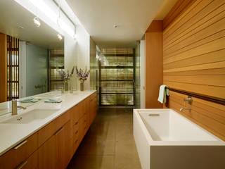 Stanford Residence:  Bathroom by Aidlin Darling Design