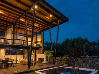 Casa ecologica Rancho Cortes Albercas modernas de arquitecturalternativa Moderno