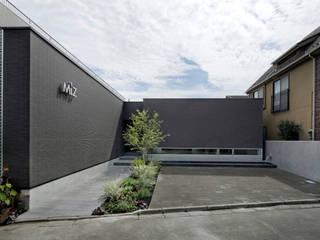 Miz | 高級邸宅のような木造平屋のスモールオフィス モダンな 家 の Mアーキテクツ|高級邸宅 豪邸 注文住宅 別荘建築 LUXURY HOUSES | M-architects モダン