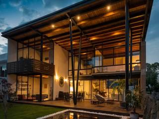 Casa ecologica Rancho Cortes Casas modernas de arquitecturalternativa Moderno