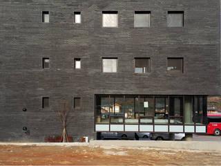 Modern houses by 모노그래프 Modern
