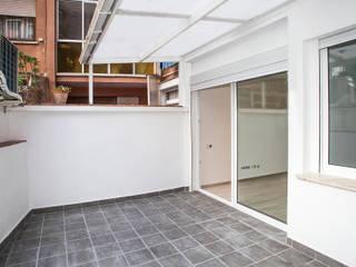 Grupo Inventia Balcones y terrazas de estilo moderno Concreto Blanco