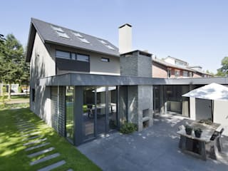Modern home by Vermeer Architecten b.v. Modern
