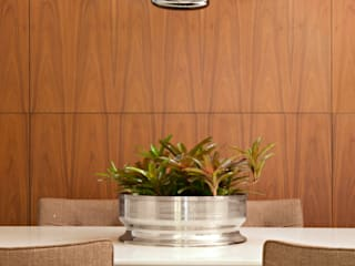 Coutinho+Vilela Modern dining room Wood Wood effect
