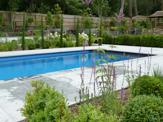 Poole, England. Outdoor project. Modern pool by Compass Pools Modern