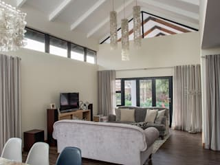 Bedforview Alterations:  Living room by FRANCOIS MARAIS ARCHITECTS