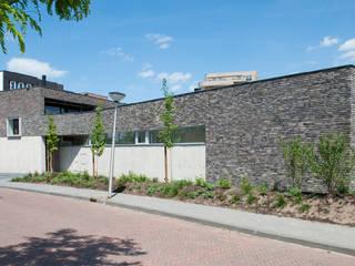 Rijkdom achter een vergrijsde schutting:  Huizen door ARCHITECTUURBUREAU project.DWG