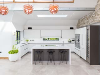 Ultra Modern White Kitchen Modern kitchen by Woollards of Mildenhall Modern