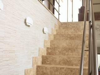 Pasillos y recibidores de estilo  por Pz arquitetura e engenharia