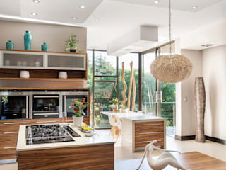 Home on a hill:  Kitchen by FRANCOIS MARAIS ARCHITECTS