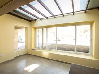 Streamside Homes:  Media room by Vitrag Group