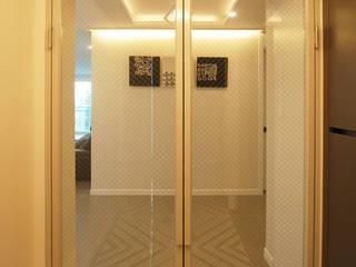 Modern dressing room by 라움 디자인 Modern