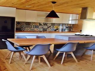 CASA BRASIL :  de estilo  por LeKasa Construcciones Ltda.