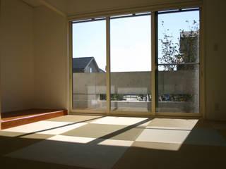 Salas / recibidores de estilo  por Mアーキテクツ|高級邸宅 豪邸 注文住宅 別荘建築 LUXURY HOUSES | M-architects, Asiático Bambú Verde