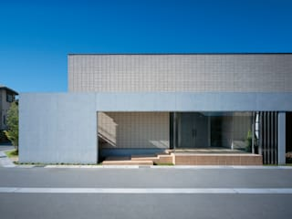 Casas de estilo  por Mアーキテクツ|高級邸宅 豪邸 注文住宅 別荘建築 LUXURY HOUSES | M-architects, Moderno Azulejos