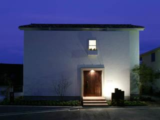 Casitas de las flores / 花に囲まれた小さな家 モダンな 家 の Mアーキテクツ|高級邸宅 豪邸 注文住宅 別荘建築 LUXURY HOUSES | M-architects モダン