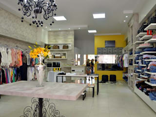 Boutique Tuthy Lojas & Imóveis comerciais modernos por Kasulo Arquitetura e Interiores Moderno