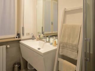 Residenza a Varese: Bagno in stile in stile Moderno di Be.St Architetti