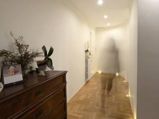 Residenza a Varese: Ingresso & Corridoio in stile  di Be.St Architetti