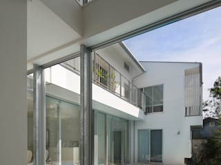 「水と光のある暮らし」吉祥寺のプールハウス 玄関 モダンな 家 の TAMAI ATELIER モダン