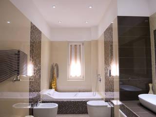 Baños de estilo moderno de yesHome Moderno