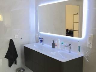 Une suite parentale avec sa salle d'eau et son dressing Salle de bain moderne par ATDECO Moderne