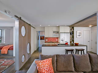 Multi generational familty unit:  Living room by Rodriguez Studio Architecture PC